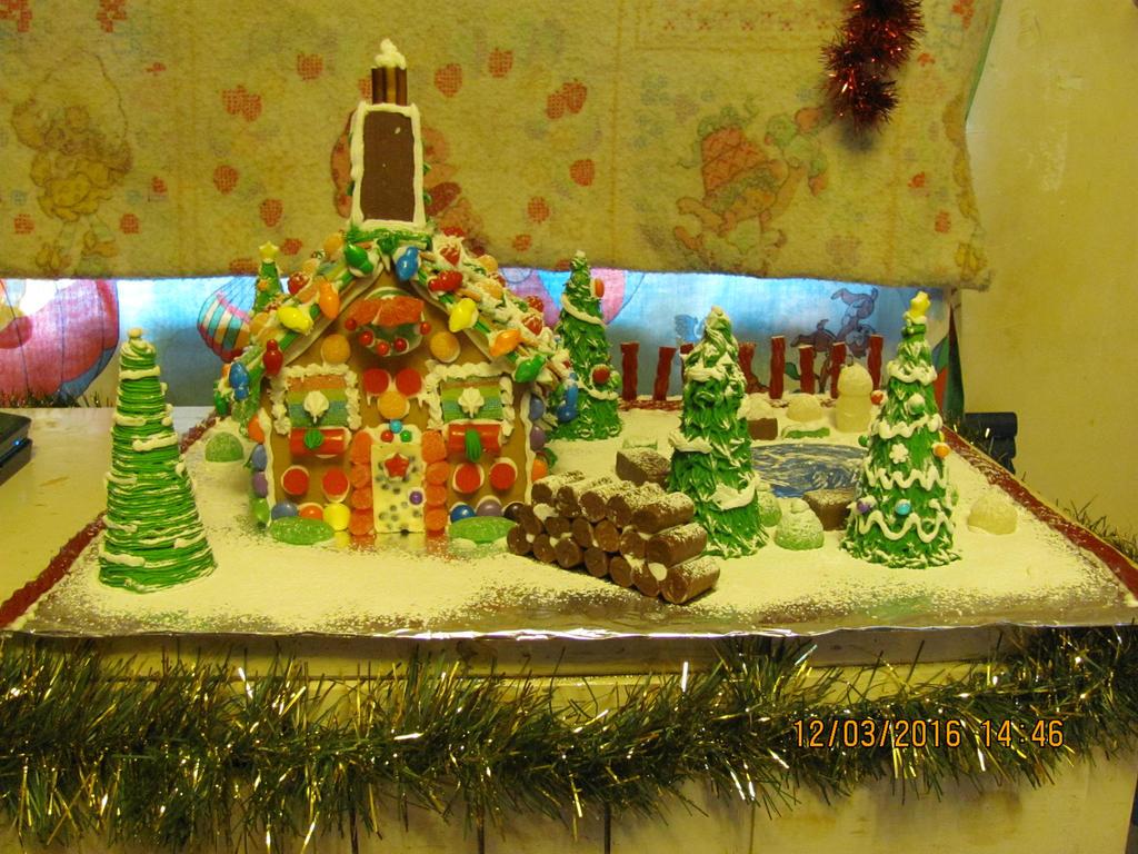 Gingerbread house 2016-3 by DarkwingFan