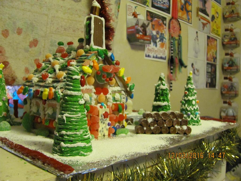Gingerbread house 2016-4 by DarkwingFan
