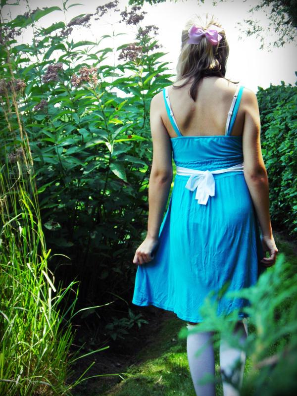 Alice in Wonderland 8 by MinjiBby