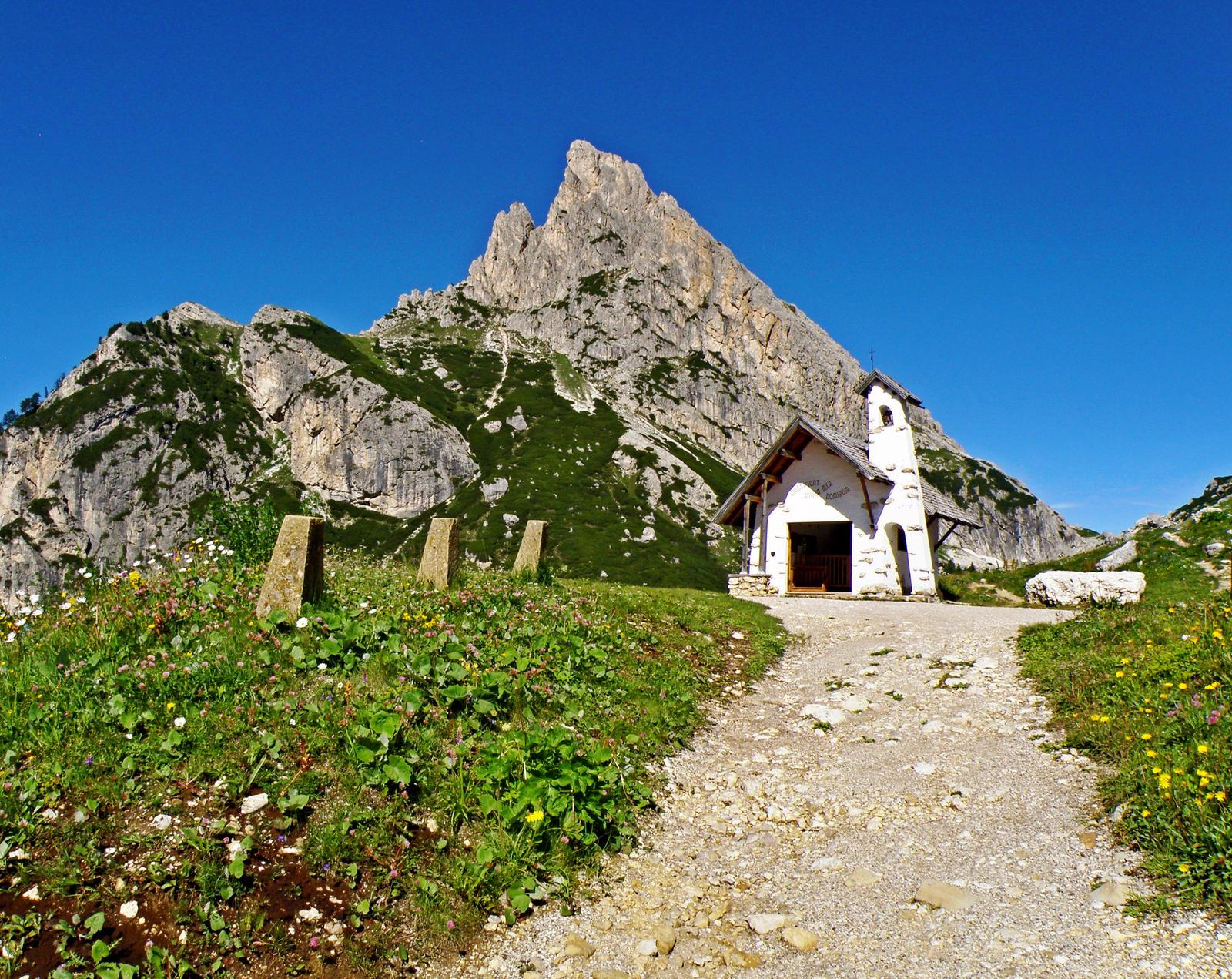 Small chapel by Sergiba