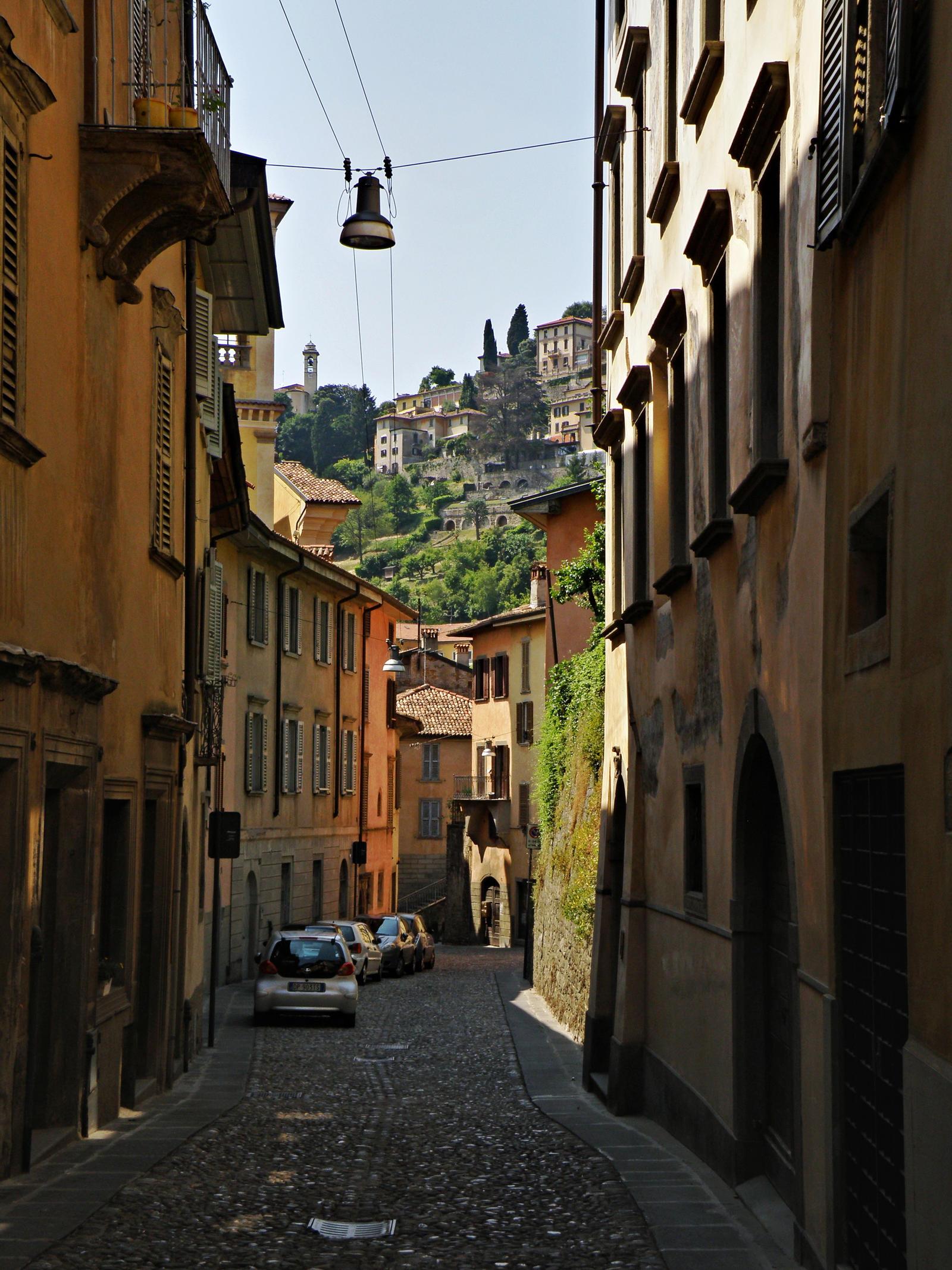 Narrow street by Sergiba on DeviantArt