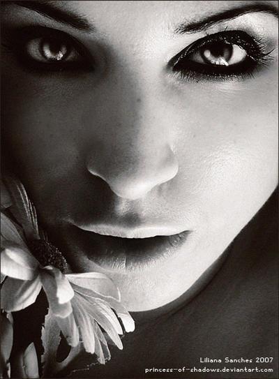 through your ashes by Princess of Shadows - Siyah-Beyaz  Bayan Avatarlar�