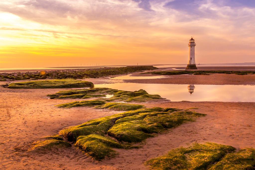 Newbrighton Lighthouse by Chris-Law