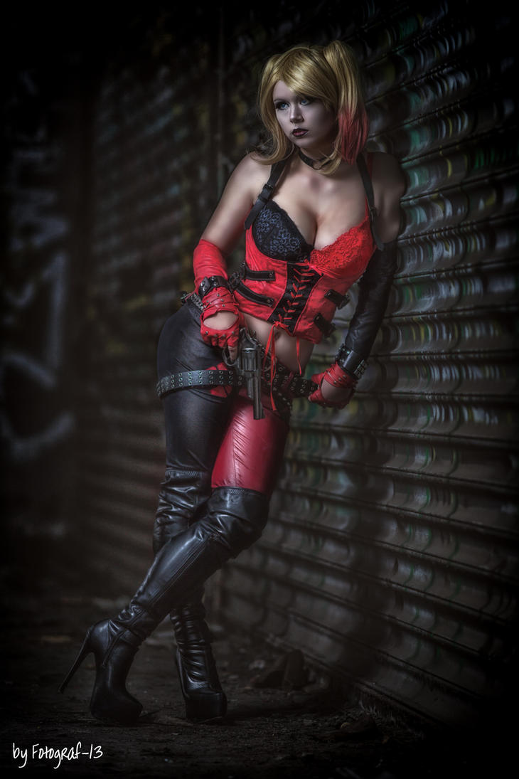 Naughty harley quinn cosplay