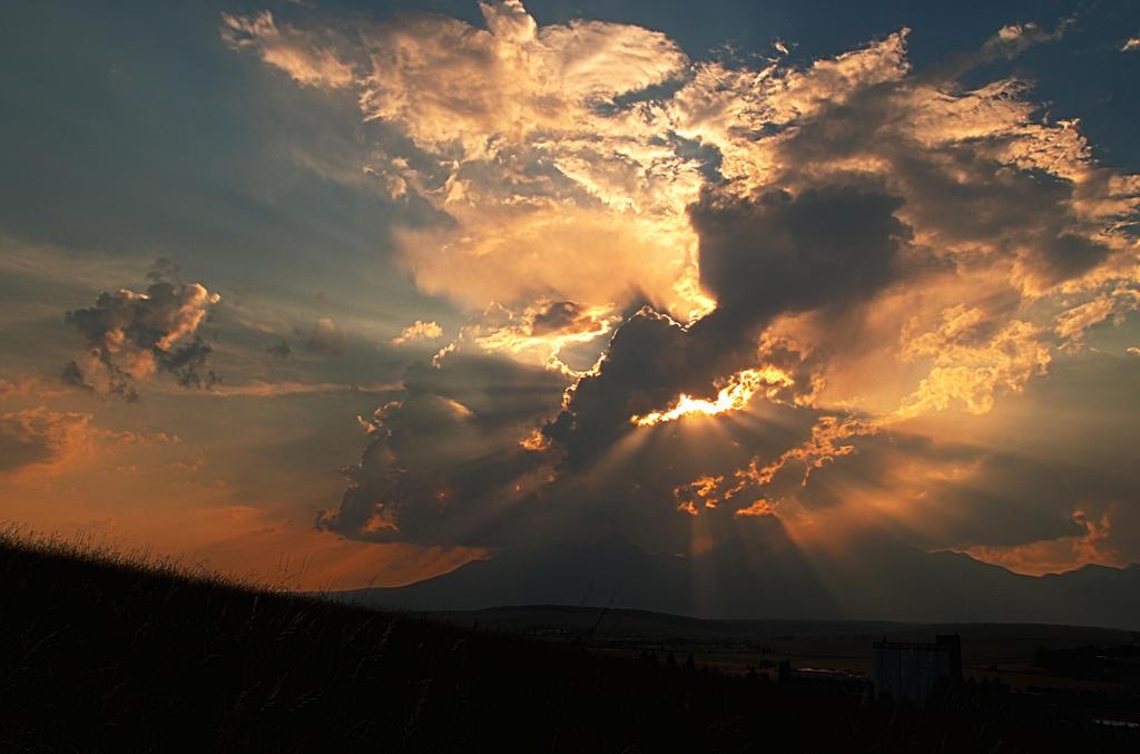 Cloudplosion by MirachRavaia