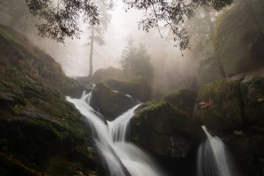 Mist-ical melody of water in fall by MirachRavaia