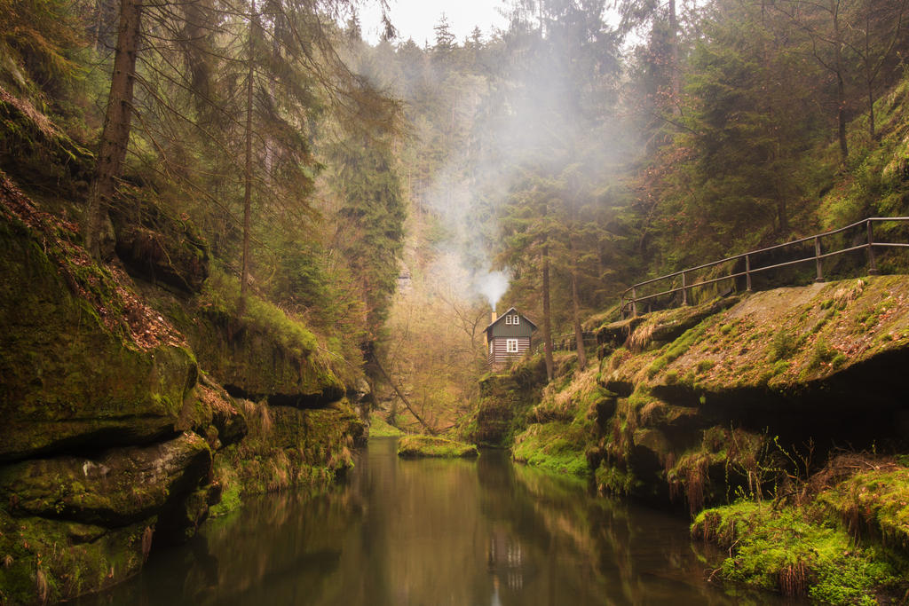 The little house in a gorgeous gorge by MirachRavaia