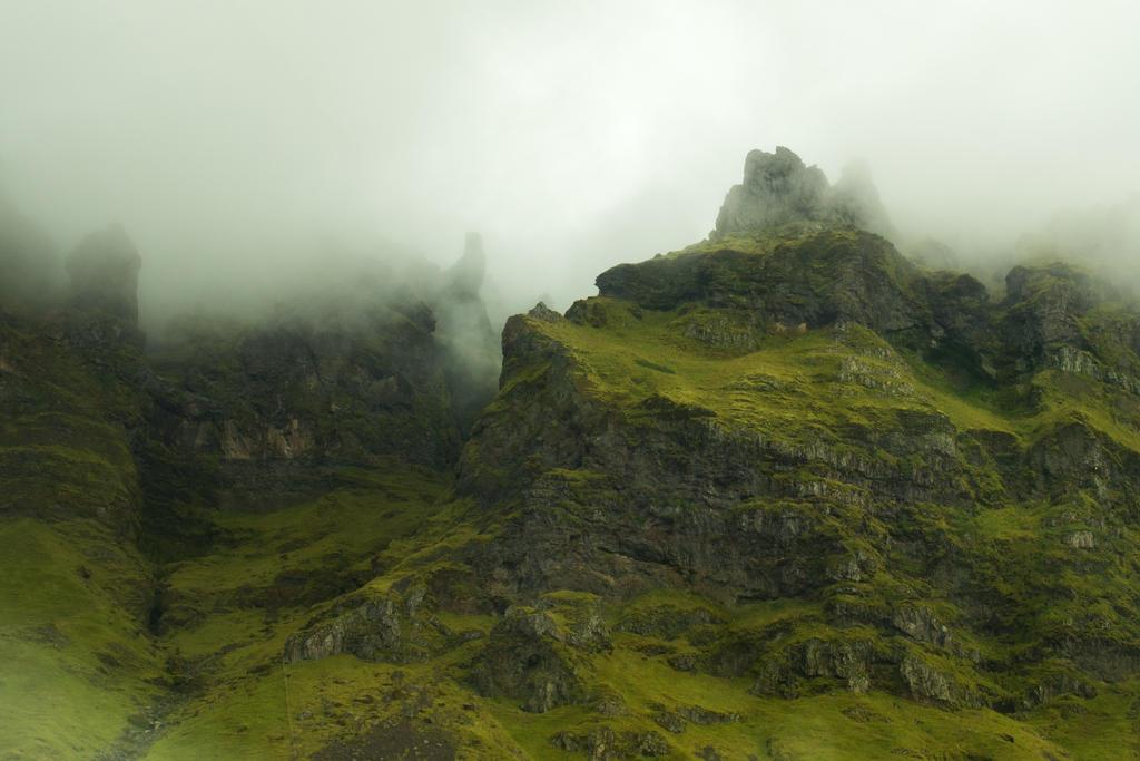 Mountain peaks by MirachRavaia