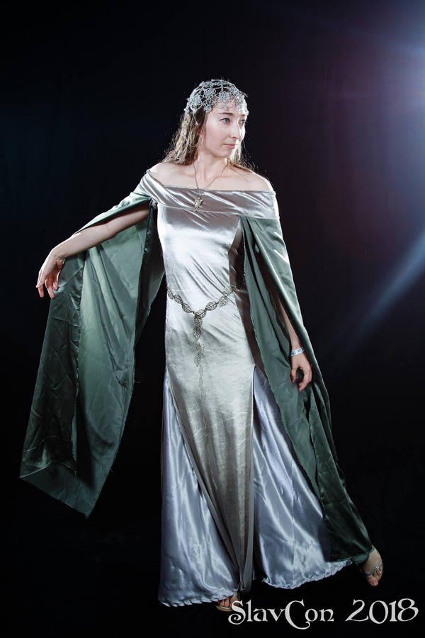 Book Arwen cosplay by MirachRavaia