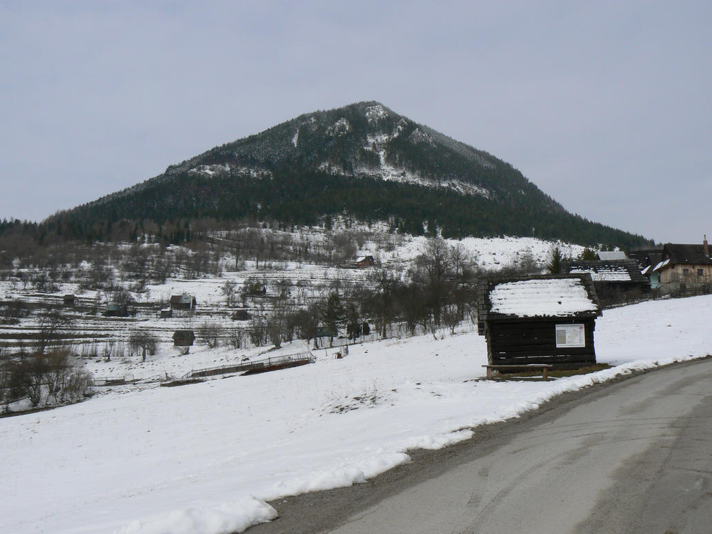 Vlkolinec hut by nwinder
