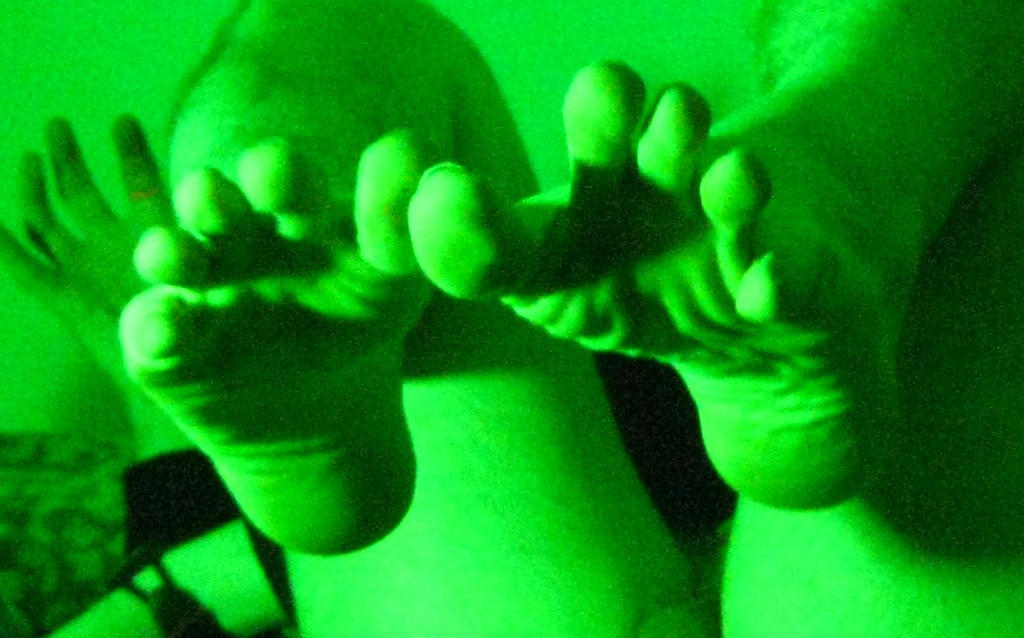 Green Gropey Toes by imperfectguy-stock