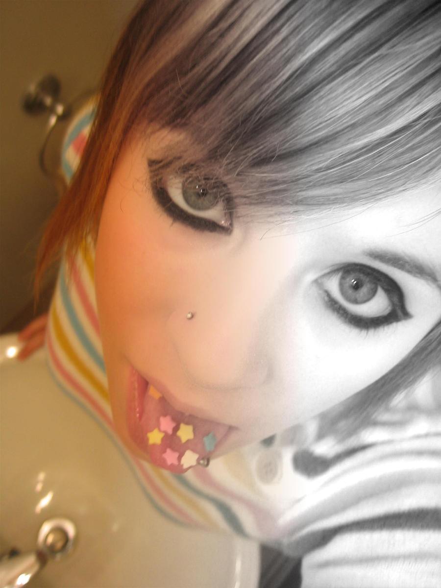 Эмо девочка в ванной с вибратором 1 фотография