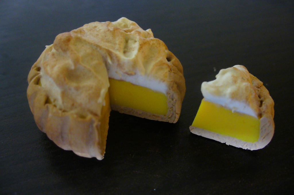 Lemon meringue pie by DeadlyDagon