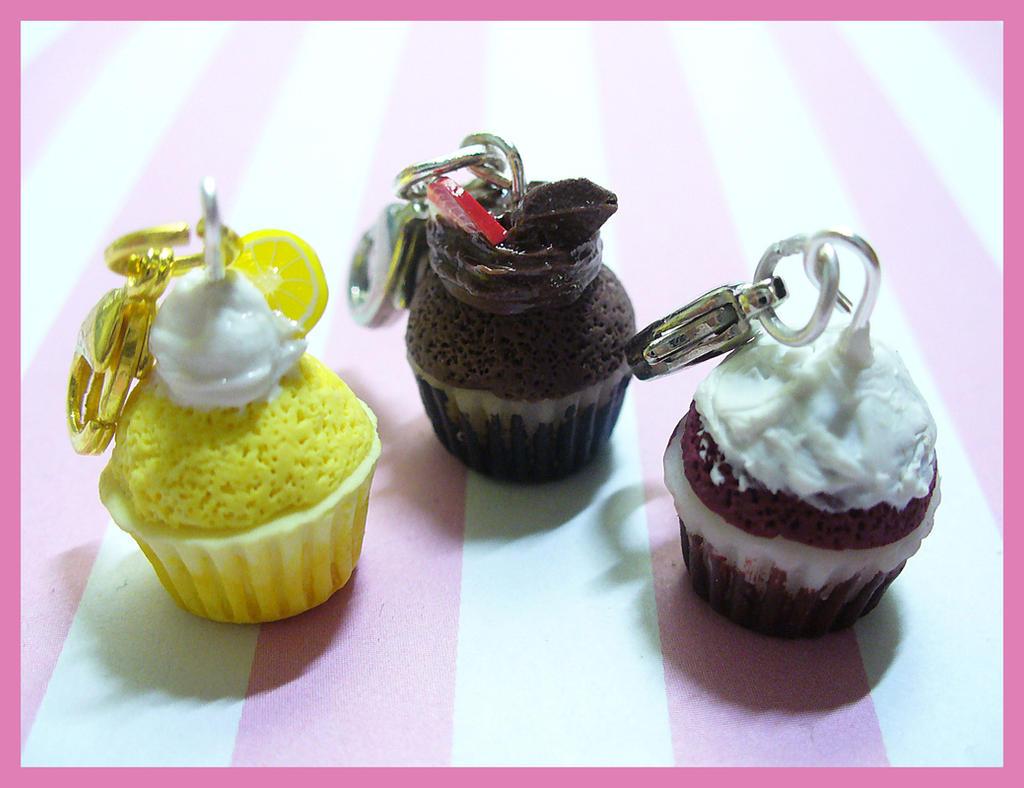 Cupcakes! by DeadlyDagon