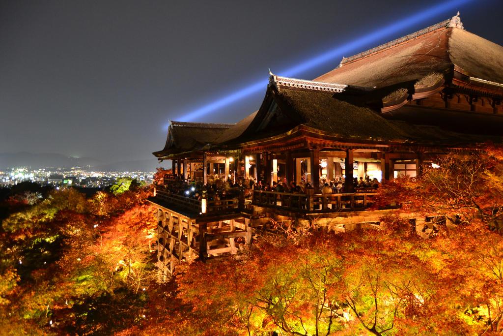 Kiyomizu Temple by Mazarde