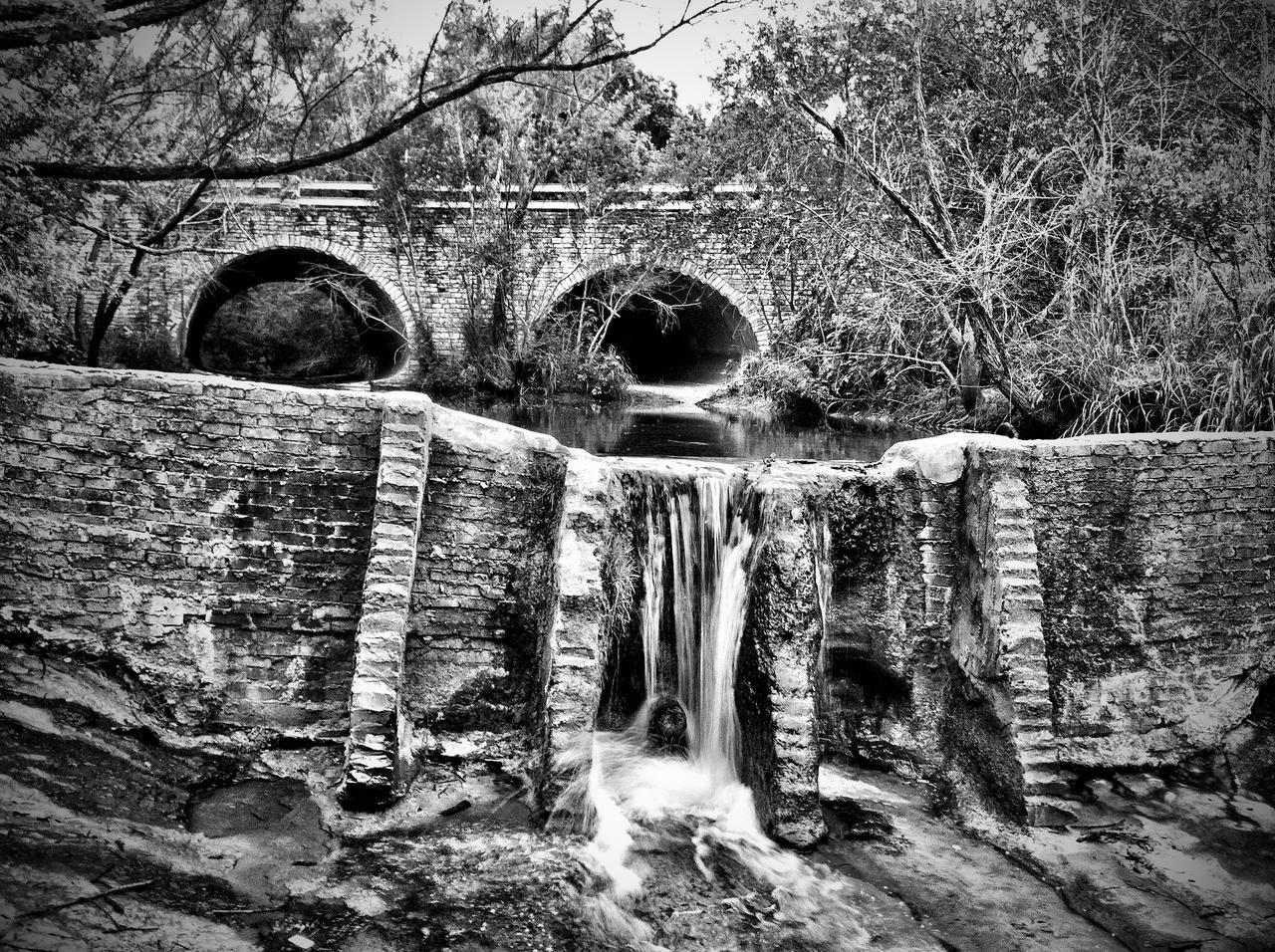 Walnut Creek Dam by sidpena