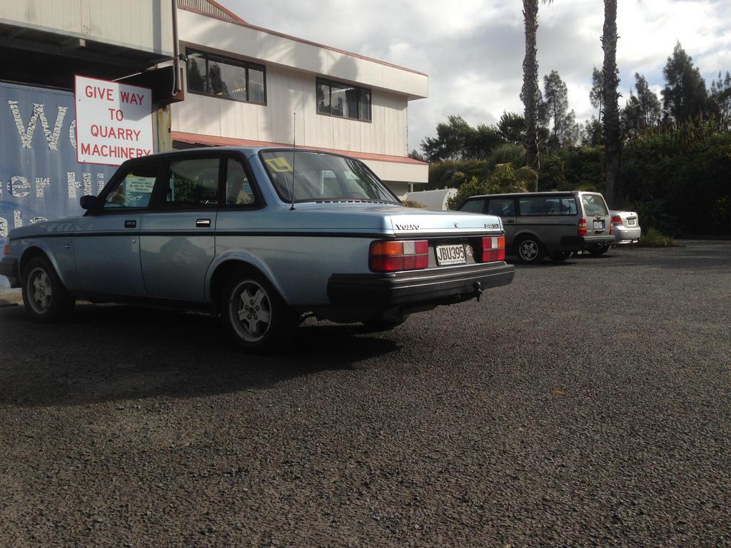 ParkingLot Volvos by ThorWedd