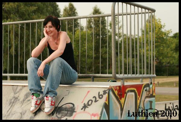 Skate girl 3 by luthien-arfeiniel86