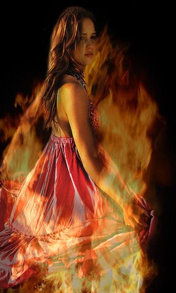 Za poeziju - Page 5 Katniss__the_girl_on_fire_by_sian93-d4e7flc