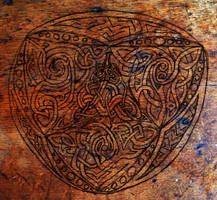 dragon knot on wood by BeauW