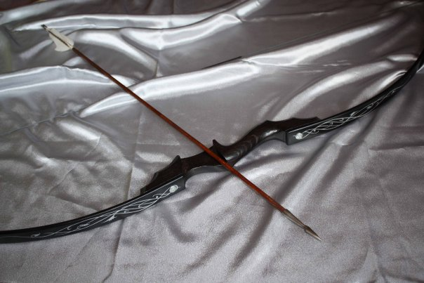 Bow. Black with silver pattern by Tinnulanthir