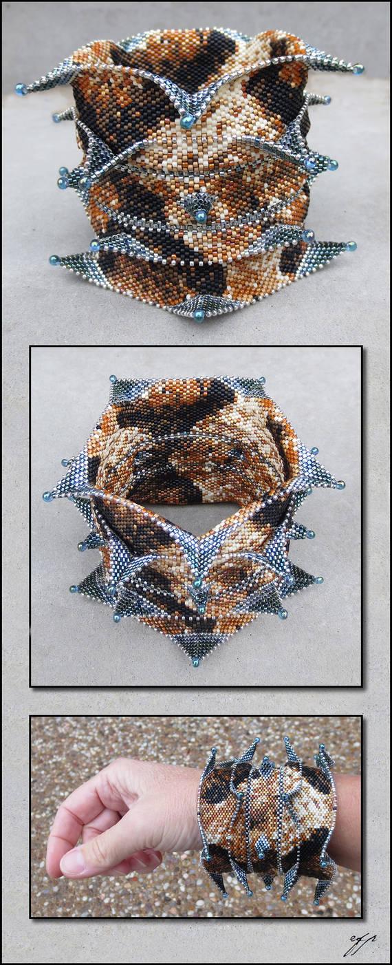 Silver-fanged Copperhead