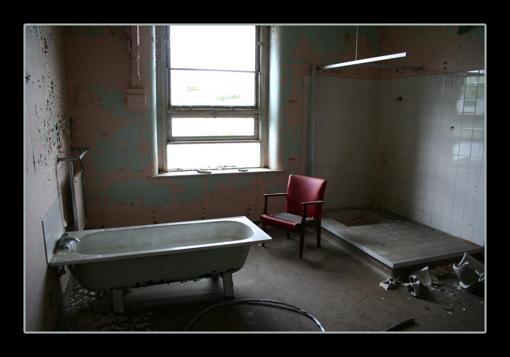 Horrorisztikus fürdőszoba Chair_Bath_by_gimbulate