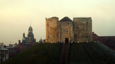 Cliffords Tower by W00den-Sp00n