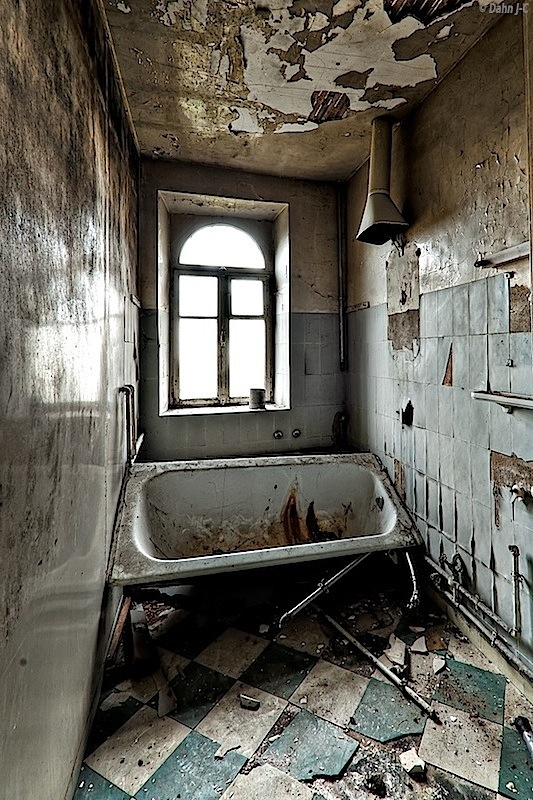 Bathroom by ZerberuZ