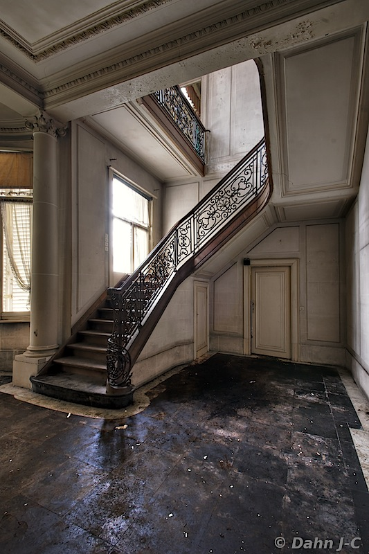Stairs Amon Re by ZerberuZ