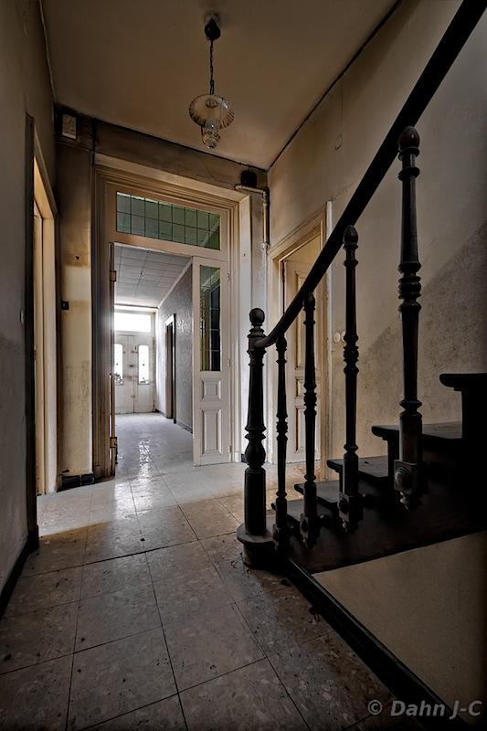 corridor maison L by ZerberuZ