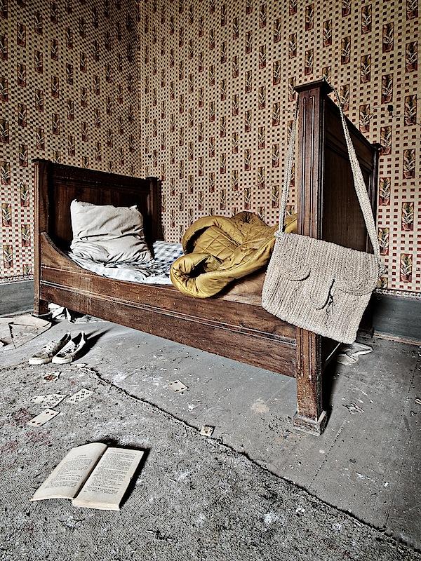 A bed... by ZerberuZ
