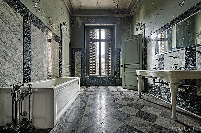 Bath by ZerberuZ