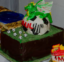 Football dragon cake by Animaliemagia