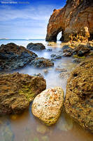 Between Two Rocks by Rykardo