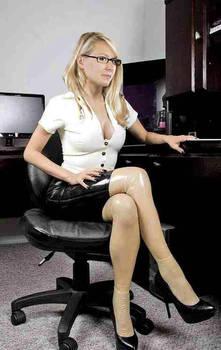 Marion Marechal Le Pen latex secretary