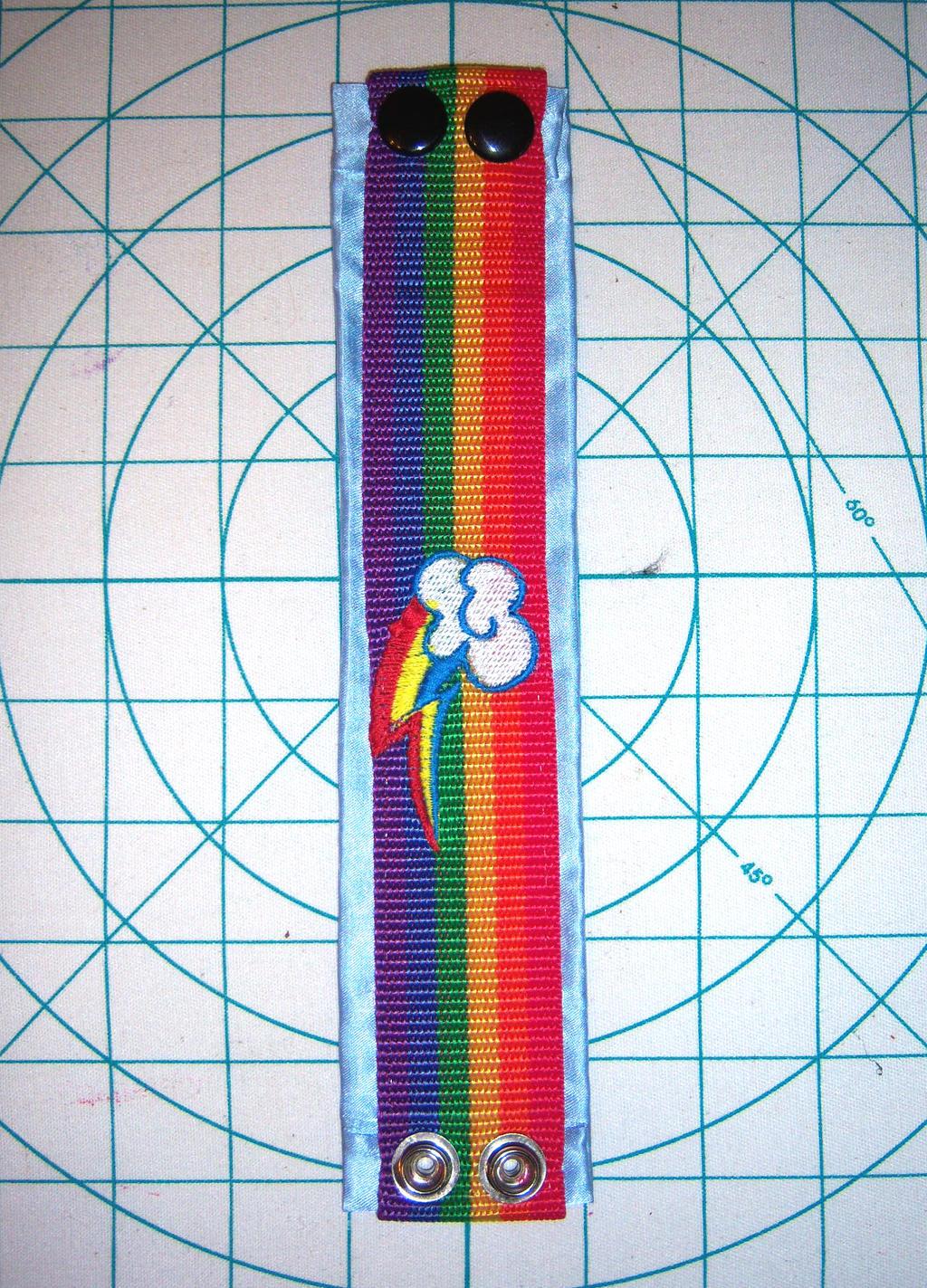 Rainbow dash bracelet by Wolferahm