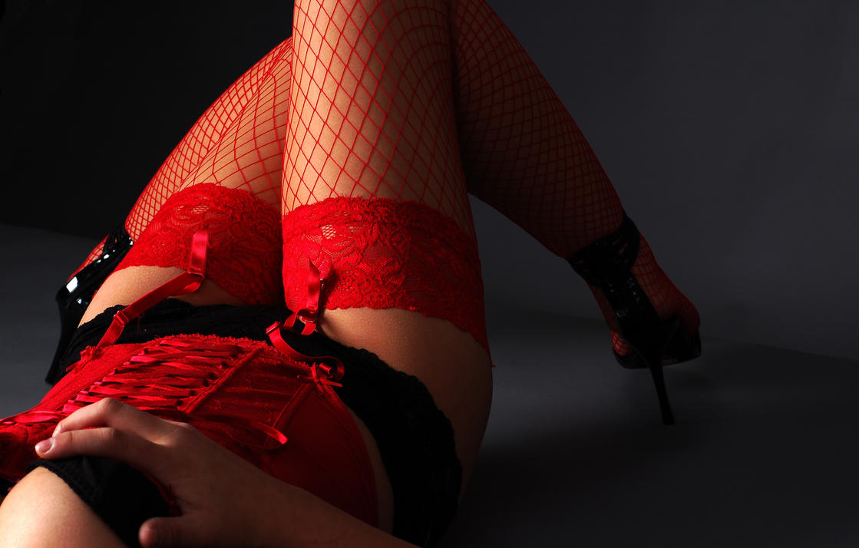 Фото женщин в красных чулках 3 фотография