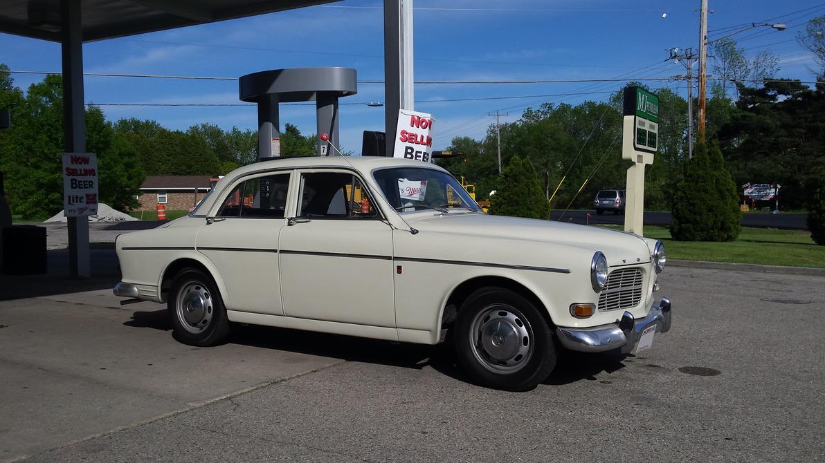 Pit Stop - 1965 Volvo 122s by motoryeti