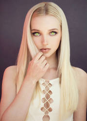 Dove Cameron Mindless and Mesmerized by hypnospects