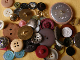 Buttons 4 Bigger pile by Gwathiell