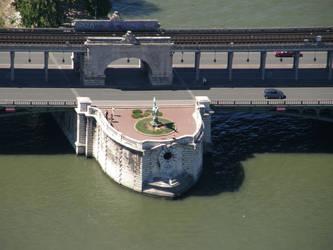 Pont de Bir Hakeim by Gwathiell