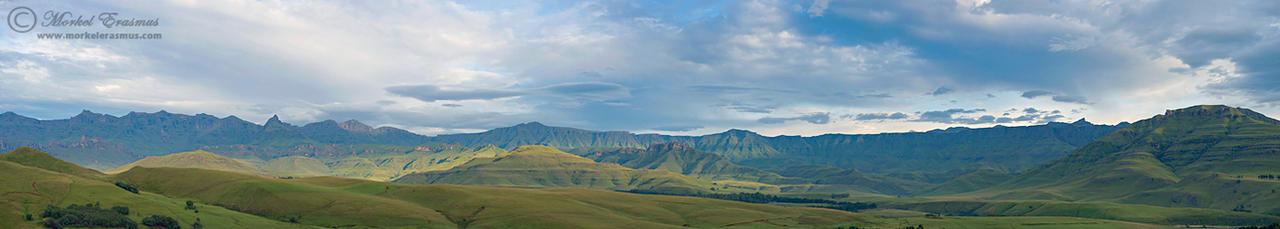 Drakensberg Panorama by MorkelErasmus