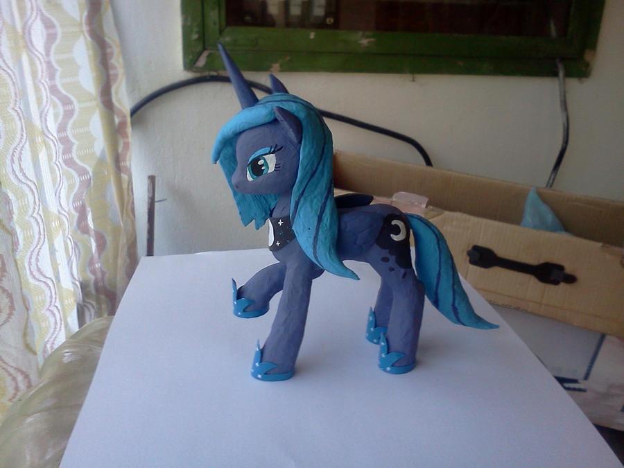 Luna by Groovebird