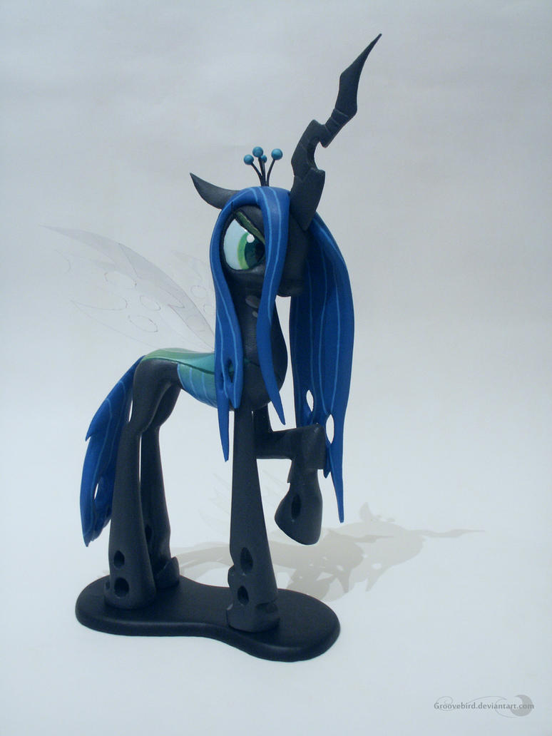 Queen Chrysalis by Groovebird