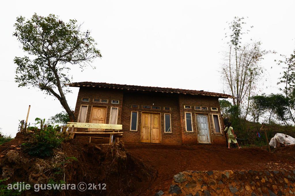 Ciseureuh brick house by adjieguswara-art