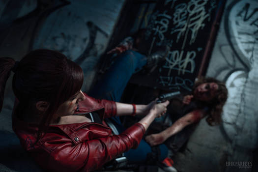 I can't hold them off! - Claire R. - RE2 Remake