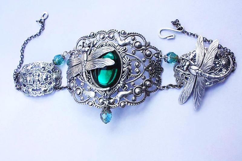 Emerald dragonflies choker by Pinkabsinthe