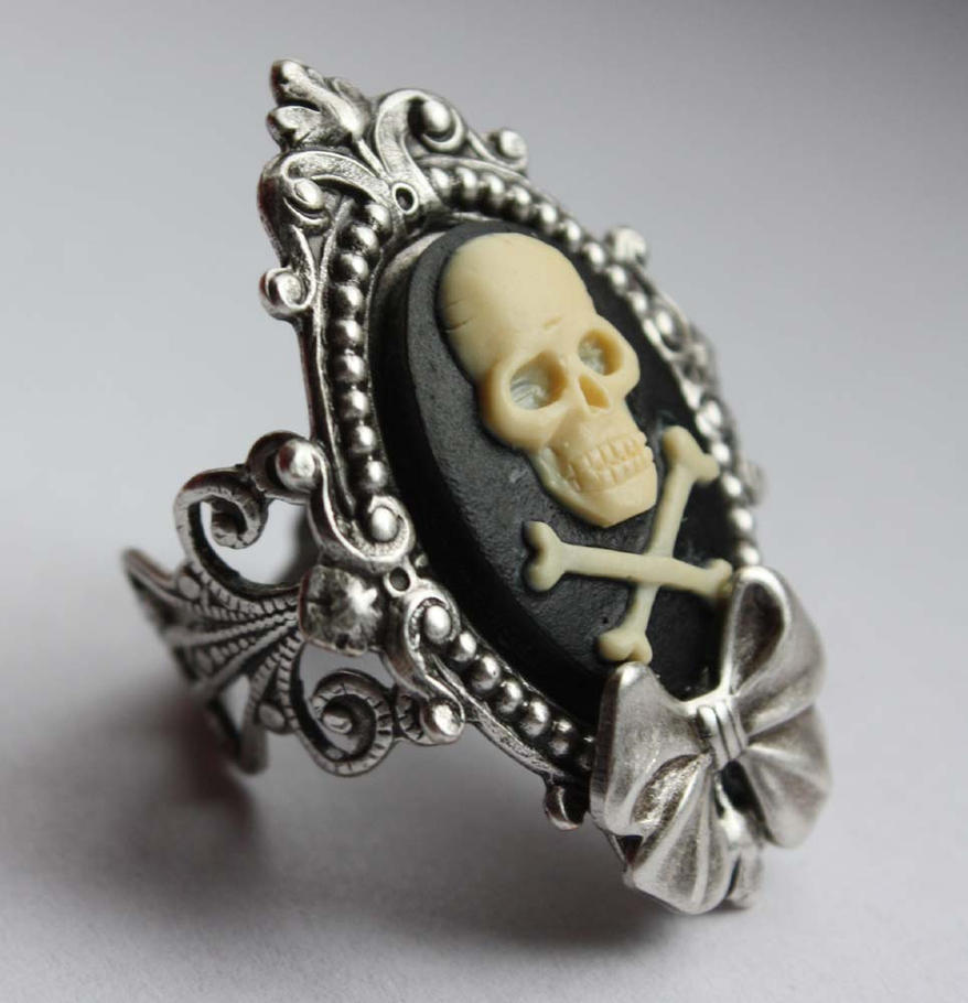 Skull cameo gothic ring by Pinkabsinthe