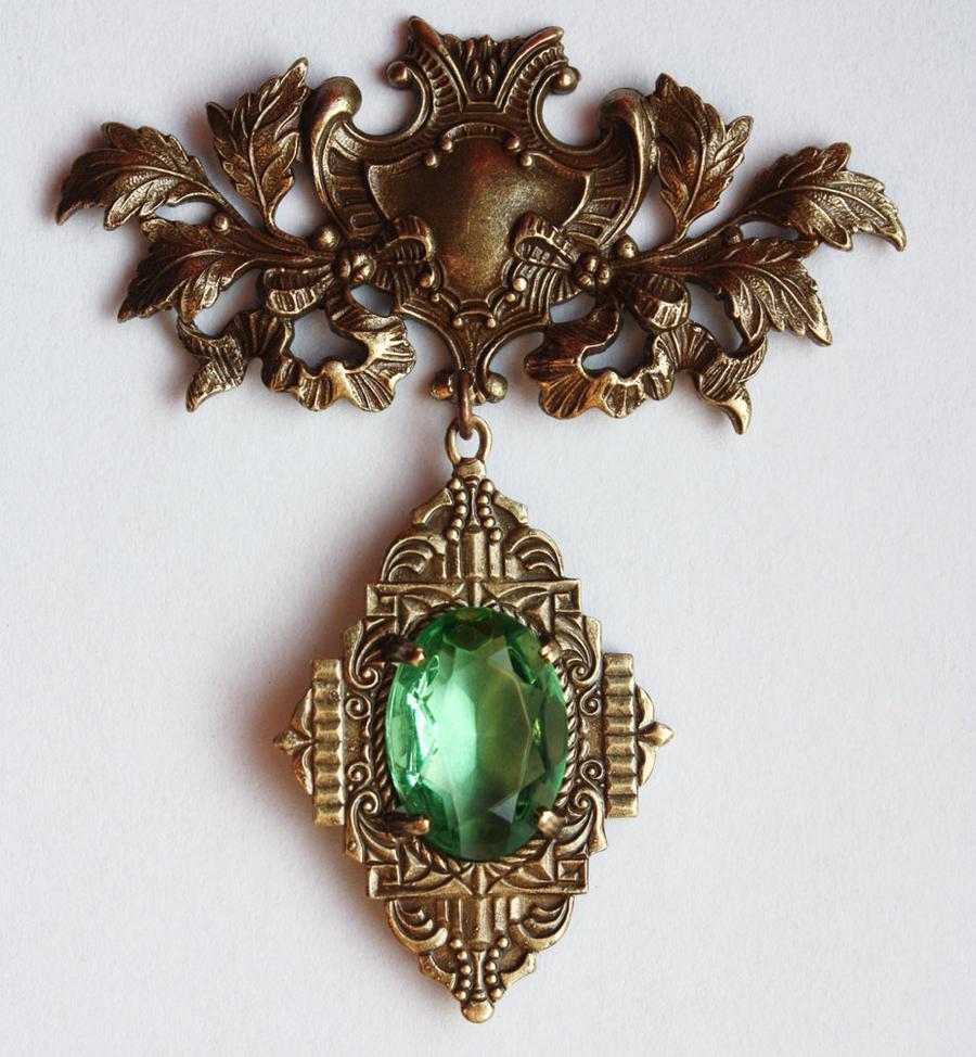 Peridot royal brooch by Pinkabsinthe